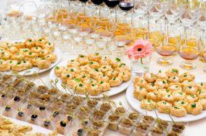 table destinée aux apéritifs